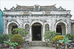 La maison de Huynh Thuy Le (Sa Dec, Vietnam) (dalbera) Tags: vietnam mkong sadec margueriteduras deltadumkong lamant dalbera huynhthuyle lamantchinois