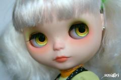 Snow and her golden green handpainted eyechips :)