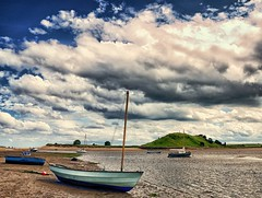 Alnmouth, Northumberland (frattonparker) Tags: blue sea sky green beach clouds boats sand nikon surf waves mud zoom tide low estuary nikkor vr timbers dinghies bouyant 18200mm d40x nikefexpro btonner frattonparker