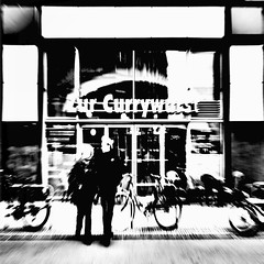 zur currywurst (fotobananas) Tags: berlin pen sunday fastfood streetphotography olympus alexanderplatz imbiss ep1 currywurst sliders hss fotobananas