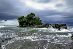#850A7368- Temple in the sea (crimsonbelt) Tags: sea bali beach clouds indonesia temple waves hdr tanalot