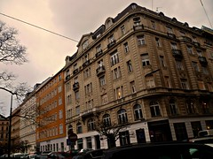 Wien, 1. Bezirk (l'arte delle facciate di Vienna) - Rudolfsplatz/Gölsdorfgasse (Josef Lex (El buen soldado Švejk)) Tags: rudolfsplatz gölsdorfgasse
