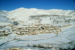 Village in Nei Mongol (Frhtau) Tags: china winter people moon train dessert village sundown steam land passenger farmer province jitong nei mongol provinz tielu