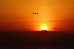 Sunset with Airplane (Kazzy1356) Tags: sunset sea airplane nagoya ngo chubu centrair