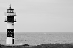 (noearanzazu) Tags: lighthouse blackandwhite blackwhite blancoynegro faro ribadeo islapancha faroderibadeo nikon nikond750 verano velero calm calma seascape exterior