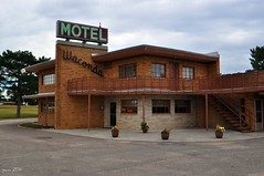 Motel Coolness (pam's pics-) Tags: usa sign architecture america hotel us midwest neon lodging ks motel kansas smalltown toocool motorinn motorlodge pammorris pamspics overnightontheroad lakewaconda septemberroadtrip nikond5000 wacondamotel glenelderkansas