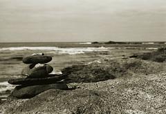 Fuerteventura (Lilith.) Tags: november sea summer analog meer sommer fuerteventura monochrom expired felsen puntadejanda steintrmchen auftankenvordemwinter somewarmthbeforewintercomes einsvonvielen