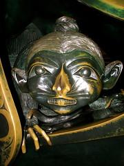 Haida creatures - Mouse Woman (Szymek S.) Tags: sculpture canada art vancouver britishcolumbia pacificnorthwest yvr northwestcoast haida billreid vancouverinternationalairport spiritofhaidagwaii mousewoman