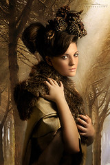 Forest lady (Malia Len ) Tags: portrait brown pine lady forest mujer rboles bosque malia pinos tones pino dama pinecones threes pias marrn otoal invernal malialeon