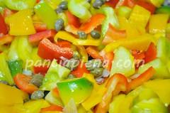Salmone alle mandorle in letto di peperoni