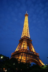 Tour Eiffel nocturne (Rotdenken (Jules Rigobert)) Tags: city trees light summer sky urban cloud paris france seine night town photo frankreich flickr ledefrance nacht lumire sommer hauptstadt eiffeltower himmel wolke ciudad ciel arbres toureiffel stadt capitale t nuage 75 eiffelturm francia nuit baum ville citt  parigi noce urbain capitalcity pary   francja  flickrrr    flickraward torraeiffel mygearandme  rotdenken julesrigobert