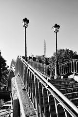 Escaliers du pont Dieu, proche de l'cluse Saint Martin. (XavierParis) Tags: bw paris blancoynegro blanco saint seine canal nikon farola noir martin noiretblanc lumire negro nb pont xavier xavi escaleras canalsaintmartin escaliers rampe iberica 75010 rverbre 10mearrondissement d700 xavierhernandez xyber75 xavierhernandeziberica