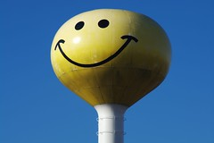 (Kunst Images) Tags: sky face yellow pentax watertower smiley happynewyear k7