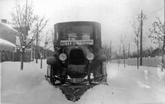 Rutebil med forplog. Jan. 1926 (Riksarkivet (National Archives of Norway)) Tags: auto winter snow bus car vinter fiat bil plog vei snowplow sn gjvik bryting rutebil brdreneveraasen fjeldhaug