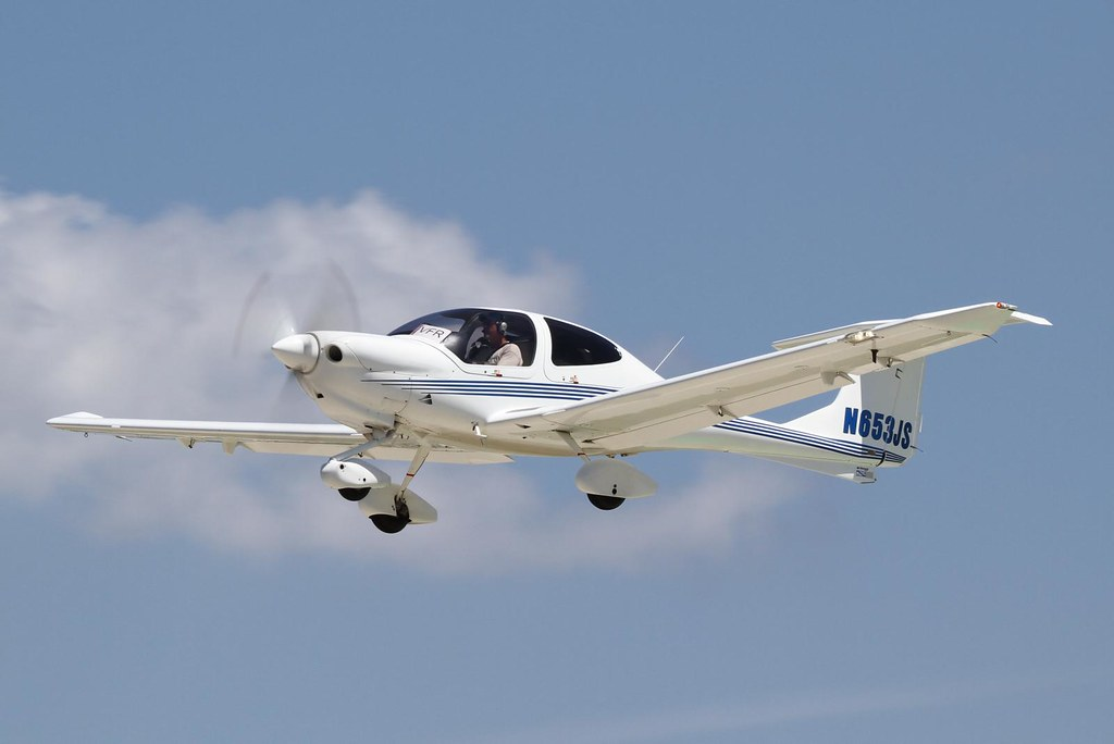Diamond DA 40 Diamond Star (N653JS) by Armchair Aviator, on Flickr