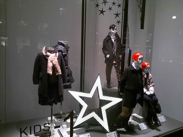 ZARA 02 Christmas windows 2011 Studio Mimetico