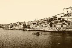 DSC_0091pb (Miguel Tavares Cardoso) Tags: bw portugal pb porto ribeira 2011 migueltavarescardoso
