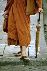 The tattooed monk (pictopix) Tags: portrait orange umbrella nikon buddha leg monk soda tatoo parapluie boisson tatouage sandale budhism jambe moine toge boudhisme d3100 chiangmai totallythailande