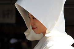 Sparkle (counteragent) Tags: sunlight smile japan canon eos japanese bride candid sparkle hood dslr meijijingu yoyogipark   smilingbride traditionaljapanesewedding sparklingeyes 60d whitekimono counteragent