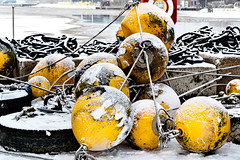 Gummitonnen.jpg (JeltoB) Tags: hafen signal schiff navigation hdr buoy malerei maler rollen schifffahrt navigationmark sealane buoyant tonnenhof wsaemden