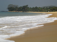 Wave Waves Welle Wellen Meer Ocean Sea Sierra Leone West Africa (hn.) Tags: ocean africa trees sea copyright tree beach water strand coast sand heiconeumeyer meer wasser waves wave atlantic sl sierraleone salone westafrica afrika ufer peninsula bume atlanticocean baum welle westafrika kste sandybeach afrique wellen atlantik sandbeach copyrighted atlantique ozean sandstrand halbinsel afriquedelouest atlantischerozean johnobey burehbeach burehbeachnorthernjohnobeyside