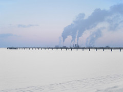 Wismar (Wendorf) - Frozen Baltic Sea (.patrick.) Tags: schnee winter sea snow industry ice frozen meer snowy smoke verschneit balticsea icy wismar eis ostsee industrie fume rauch mecklenburgvorpommern qualm mecklenburgwesternpomerania vereist wendorf zugefroren