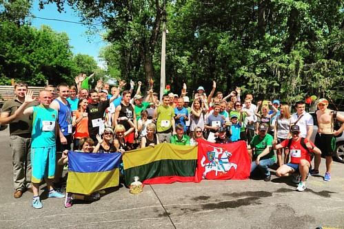 5 кілометрів за Литву! Сьогодні вдруге в Україні відбувся пробіг, що символізує дружбу з литовцями. Такі акції відбуваються в багатьох країнах світу, цьогоріч - в більш ніж 25 країнах, на всіх континентах, від Нової Зеландії до західного узбережжя США. На