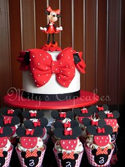 Minnie Mouse en rojo, negro y blanco (Mily'sCupcakes) Tags: ladies argentina girl cake mouse cupcakes buenos aires disney cupcake minnie toppers wrappers mily´s