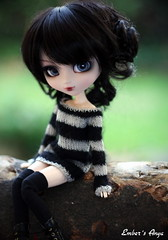 Stripey Anya (pure_embers) Tags: uk autumn red garden dark eyes dolls gothic hood jumper pullip bloody stripey anya embers realistic leeke obitsu leekeworld