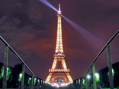 La dame de fer (The Iron Lady) (bkcasteel) Tags: longexposure nightphotography summer paris france tower metal night clouds canon ledefrance nightshot eiffeltower eiffel latoureiffel champdemars searchlight canong2 ladamedefer