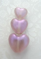 Pale Purple with violet highlight (Glittering Prize - Trudi) Tags: glass hearts beads purple handmade violet trudi lampwork shimmer sra glitteringprize britlamp