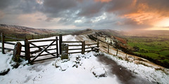Mam Tor Gate Sunrise (Paul Newcombe) Tags: uk morning winter panorama snow english ice sunrise landscape countryside december view derbyshire peakdistrict windy wideangle hills valley vista british tamron winhill edalevalley mamtor hopevalley 1024 losehill thegreatridge britnatparks