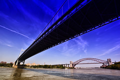 Robert F. Kennedy Bridge(Left) & Hell Gate Bridge(Right) over East River (Yohsuke_NIKON_Japan) Tags: nyc bridge usa newyork architecture nikon sigma bluesky eastriver アメリカ 橋 hellgatebridge 10mm ニューヨーク i278 青空 colorefex イーストリバー robertfkennedybridge d3100