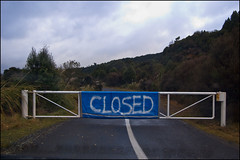 Road closed at Lake Rotoaira (ichael C.) Tags: voyage road new trip travel 3 vacances holidays closed day weekend august roadtrip route auckland zealand nz taupo tongariro napier nouvelle tauranga sjour ferm barr barrire 2011 zlande nz2011