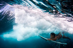 kahanu (SARA LEE) Tags: ocean water girl hawaii duck wave bigisland roxy kona kailuakona kahanu duckdive sarahlee banyans kobetich surfhousing vivantvie kahanudelovio