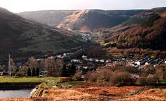 Blaenrhondda a Blaen-y-cwm, Cwm Rhondda (Rhisiart Hincks) Tags: kembra wales cymru kembre gales galles 威爾斯 威尔士 wallis uels kimrio valbretland 웨일즈 велс gallas walia เวลส์ rhondda cwmrhondda blaenycwm morgannwg glamorgan treherbert blaenrhondda cymoedd valleys landscape tirlun maezioù paisaje tírdhreach paisaia cruthtìre ue eu ewrop europe eòrpa europa aneoraip a'chuimrigh anbhreatainbheag slèibhte menezioù mendiak beanntan mynyddoedd mountains pentref baile herri village bourk