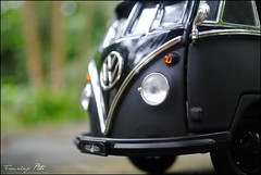 Combi (tamahaji) Tags: lighting black scale vw germany volkswagen bokeh retro johnny greenlight bandit combi 1962 kombi microbus 118 diecast