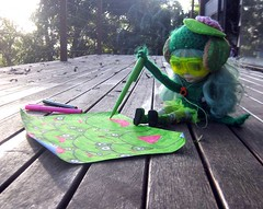 Blythe Competition-Blythe Does Craft - Mae draws frogs