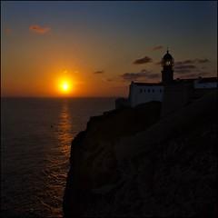 Cabo de San Vicente (Pilar Azaa Taln ) Tags: sunset lighthouse portugal faro atardecer europa puestadesol ocaso sagres cabodesanvicente elalgarve pilarazaataln copyrightpilarazaataln