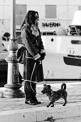 Le petit et la belle et les patrons ressemblent toujours à leur chiens! (Paolo Pizzimenti) Tags: chien film canal paolo femme olympus dxo fille quai zuiko ronis visage argentique e5 pellicule cesenatico