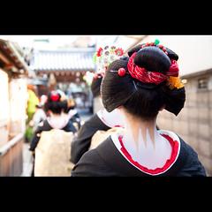(Masahiro Makino) Tags: japan photoshop canon eos back kyoto kiss maiko adobe   tamron f28 lightroom x3 miyagawacho    1750mm 20120105131407canoneoskissx3ls640p