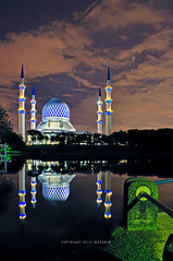 Nightscape | Shah Alam (mozakim) Tags: lake landscape scenery nightscape mosque hdr masjid zaki shahalam pemandangan tasik lanskap 5exps salahuddinabdulazizshah mozakim
