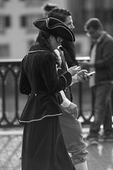Stay connected! (Claude Schildknecht) Tags: woman man femme mann frau homme iphone sechseluten