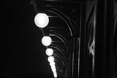 Eclairage du pont babord (Pi-F) Tags: coffee globe noir time lumire nb nil bateau nuit blanc egypte clairage coffeetime rptition range