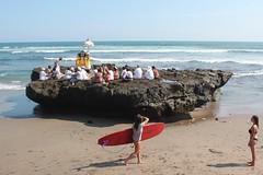 Grand surf de pierre [EXPLORE] (GeckoZen) Tags: bali indonesia surf surfer crmonie canggu hindoue