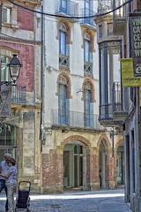 Vic (JC Arranz) Tags: barcelona españa luz 50mm calle nikon ciudad dia vic gentes compras arquitecturas d3200