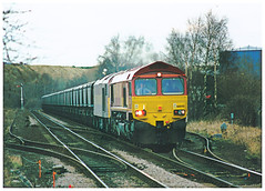 66045 Hauling 60030 at Prudhoe. 6.2.99 (ManOfYorkshire) Tags: 60030 66045 class66 class60 prudhoe tyne coal train railway working doubleheader double heading ews 1999 signal track points loop catch passing