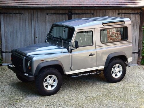 Land Rover Defender 90 (2011).