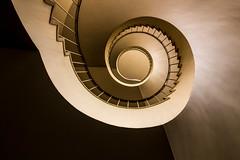 Chocolate-Caramel (michael_hamburg69) Tags: stairs germany deutschland stair steps stairwell stairway escalera scala 50s bremen escalier rampa treppenhaus escala wendeltreppe 195455 fruchthof  photowalkmitankeknipst breitenweg2933