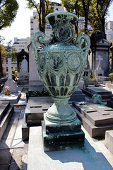Pseudo urn vase on the last burial place of family Mazet (S. Ruehlow) Tags: friedhof paris france cemetery grave graveyard tomb grab cimetiere passy grabanlage cimetiredepassy passycemetery